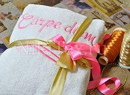 Нежная розовая вышивка на махровом именном халате