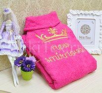 Малиновый оттенок махрового халата, прекрасный выбор для девушки.